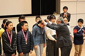 第79回神戸市よい歯の表彰式 神戸市よい歯の表彰優良賞メダル授与